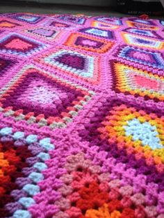 Pink Granny Diamond Blanket - Interview with Awesome Crochet Blanket Artist Sanita Brensone (BrightBag) Crochet Art, Crochet Home, Love Crochet, Beautiful Crochet, Crochet Granny, Crochet Tools, Crochet Afghans, Crochet Crafts, Knitting Stitches
