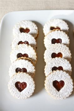 german christmas cookies Weihnachtspltzchen Linzer cookies with raspberry filling: The ultimate Christmas cookie! Delicate and delicious, they are major showstoppers for your holiday cookie platters and swaps! Jelly Cookies, Filled Cookies, Baby Cookies, Heart Cookies, Holiday Baking, Christmas Baking, Linzer Tart, Raspberry Filling, Raspberry Popsicles