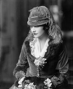 Katharine Cornell- victorian fashion dress details