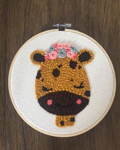 "Lana Land on Instagram: ""Jirafa 🦒⠀ .⠀ .⠀ .⠀ Giraffe 🦒⠀ .⠀ .⠀ .⠀ .⠀ .⠀ .⠀ .⠀ ⠀ .⠀ .⠀ #punchneedleembroidery #punchneedleart #punchneedle #oxfordpunchneedle…"" French Knot Embroidery, Hand Embroidery Art, Modern Embroidery, Cross Stitch Embroidery, Embroidery Patterns, Quilt Patterns, Stitch Patterns, Knitting Squares, Knit Rug"
