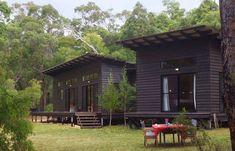 feel of dark stain on jetson hanglage bach Shed Design, Cabin Design, Roof Design, House Design, Deck Design, Modern Lodge, Rustic Modern, Garden Lodge, Different House Styles