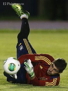 """""""He llorado, he sufrido, lo he pasado mal. Soy madridista de alma"""": Iker Casillas Después de superar una lesión que le costó la titularidad en Real Madrid, Iker está de vuelta. El arquero español dijo sentirse renovado luego de ver, por un buen tiempo, los partidos desde el banquillo."""