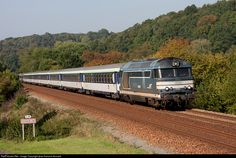 SNCF BB67593 at Ecaquelon, France by jean-francois fessard