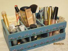 Caja con compartimentos decorada a mano