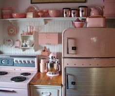 Love it - retro kitchen in pink!