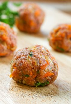 Turkey Meatballs - an incredibly tasty meatball made with ground turkey -a great alternative to ground beef.