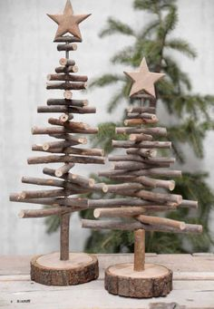 Alternative wood Christmas tree with a lovely star on top. It's a great rustic decor for a modern farmhouse! You can find other great Christmas decor pins on ItalianArtDeco! decorations christmas DIY de Noël - PLANETE DECO a homes world Twig Christmas Tree, Noel Christmas, Vintage Christmas, Christmas Design, Classy Christmas, Natural Christmas, Xmas Trees, Christmas Quotes, Christmas Ribbon