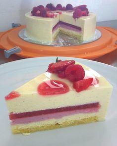 """""""La  felicità in una fetta  #lucamontersino #cakestagram #torta #bavarese #vaniglia #limone…"""""""