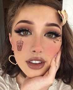 Are you looking for ideas for your Halloween make-up? Check out the post right here for unique Halloween makeup looks. Cute Makeup Looks, Makeup Looks For Brown Eyes, Makeup Eye Looks, Eye Makeup Art, Halloween Makeup Looks, Crazy Makeup, Pretty Makeup, Makeup Tips, Blue Makeup