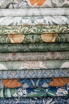 Pretty floral wallpapers to make your home summery - Gaylord Anderbrugge Floral Drawing, Cole And Son, Map Design, Designers Guild, Arts And Crafts Movement, William Morris, Wallpaper S, Home Decor Inspiration, Home Interior Design