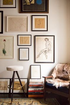 i love a gallery wall, but sometimes they seem overwhelming. a relatively monochromatic palette such as this helps.