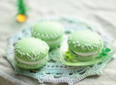 green apple french macarons! Unable to read Japanese on website but I thought these were pretty.