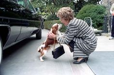 "Nancy Reagan petting her dog ""Rex"" at the Diplomatic Entrance of the White House. 4/10/86.   http://www.reagan.utexas.edu/archives/photographs/pets.html"