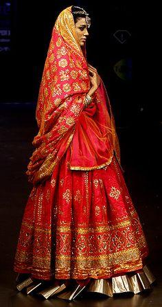 29 Ideas Wedding Indian Lengha Red Lehenga Saree For 2019 Red Lehenga, Indian Bridal Lehenga, Indian Bridal Wear, Sabyasachi Lehengas, Bride Indian, Lehenga Wedding, Ghagra Choli, Anarkali, Indian Wear