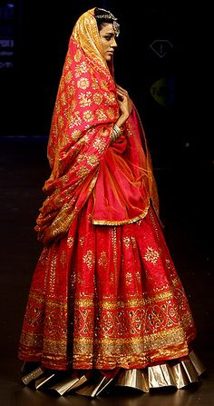 Indian wedding outfit. Red lehenga #wedding #indian #lengha