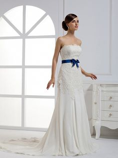 Beautiful Sleeveless with Natural waist wedding dress