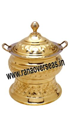 Brass Chafing Dish Mirror Finish, Corrosion resistant, Easy to clean and Perfect finish. Available Sizes :- 4 Litres, 6 Litres and 8 Litres. Applications :- Hotels , Restaurants, Caterers, Inns, Parties, Banquet Halls, Eating Outlets An extensive range of our Brass Chafing Dishes includes superior quality Decorative Brass Chafing Dishes that are fabricated from supreme quality metals. Our entire range of these Brass Chafing Dishes is praised by our clientele