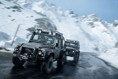 Awesome James Bond Land Rover Chase