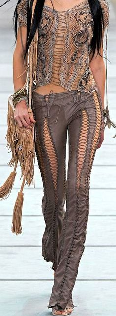 boho, feathers + gypsy spirit   If I went to Burning Man I would want to wear this! ♥️
