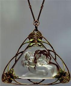 RENE LALIQUE | An Art Nouveau Enamel, Gold, Rock Crystal Pendant / Necklace. (n.d.)