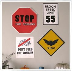 Rio posted Ghoulish Traffic Signs to their -halloween time!- postboard via the Juxtapost bookmarklet. Halloween Signs, Cool Halloween Costumes, Diy Halloween Decorations, Cute Halloween, Holidays Halloween, Halloween Crafts, Halloween Office, Haloween Party, Disneyland Halloween