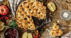 Food Photography: Studio 5 - Fresh Apple Cranberry Pie - Home Apple Cranberry Pie, Apple Pie, Cookbook Recipes, Dessert Recipes, Delicious Desserts, Yummy Food, How To Make Pie, Fresh Apples, Italian Recipes