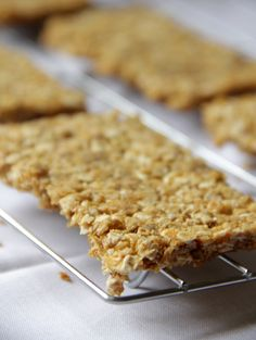 oats n honey granola bars {Nature Valley copycat}… Super quick and easy and they taste EXACTLY like the real deal if not better!