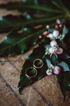 Amo te...e...sei un piccolo fiore per me (Vasco Rossi) #comeleciliegiewp#effeanfotografie#peppinocapuanojewelry#naturalwedding#italianbride#weddingrings#handmade#handcraftingart#madewithlove#exclusively#madeinitaly