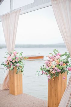 #Altar Flowers | On the Water Wedding | Photo: HarwellPhotography.com | http://www.stylemepretty.com/2013/11/04/michigan-lake-wedding-from-harwell-photography/