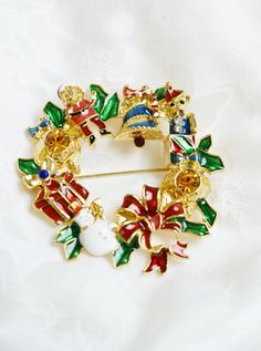 Vintage enamel and amber rhinestone gold tone Christmas wreath brooch pin with red bow