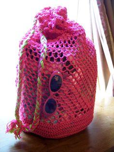 How To Crochet A Shell Stitch Purse Bag - Crochet Ideas Crochet Beach Bags, Free Crochet Bag, Crochet Market Bag, Crochet Shell Stitch, Cute Crochet, Crochet Crafts, Yarn Crafts, Crochet Projects, Knit Crochet