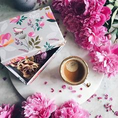 Monday morning definitely calls for strong coffee served with a box full of blooms by @birgittetheresa and @saramillerlondon