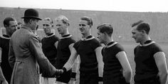 King George V is introduced to the triumphant Villa team before they lift the cup in the 1920 final. HRH shakes hands with legend Billy Walker Super Club, Football Pictures, Shake Hands, Aston Villa, King George, First World, History, Couple Photos, Couple Shots
