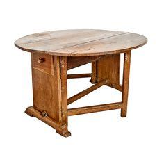 Italian 18th century Exchange Table in Walnut