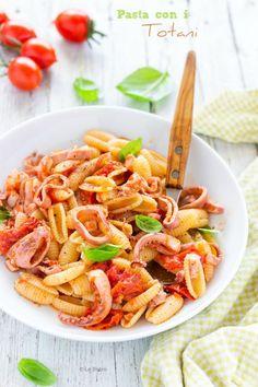 Pasta con i totani Pasta Salad, Carrots, Vegetables, Eat, Ethnic Recipes, Food, Meal, Veggies, Essen