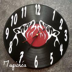 horloges sur vinyl 33 tours deux loups hurlants à la lune