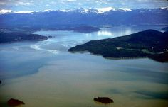 This is Lake Pend Oreille, which means earlobe.  It is in Sandpoint, Idaho, where my dear friend Marie-Do lives.  It is one of my most favorite places to visit.  It is beautiful, quiet, and friendly...  I would live there (at least part time) if I could afford to give up everything!