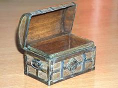 miniature ages treasure box tutorial http://framminis.free.fr/_notes/pages_notes/_coffre/coffr3.html