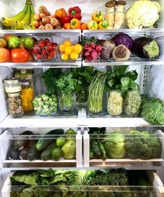 Nothing is more beautiful to me than an organized refrigerator where you can easily survey what you have on hand. Add to that all these whole food plant based foods and it becomes a dream fridge! Easy Healthy Recipes, Raw Food Recipes, Healthy Fridge, Refrigerator Organization, Clean Eating, Healthy Eating, Plant Based Recipes, I Foods, Good Food