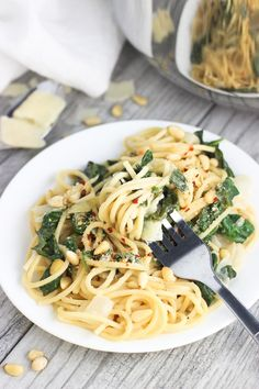 This lemon spinach one-pot pasta is flavorful, packed with spinach, and is creamy while being dairy-free. No draining necessary. Done in 30 minutes or less!