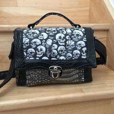 Julia Parceque C'est Fée Main sur Instagram: My evil handbag 🤘 patron @patrons_sacotin modèle #quadrillesacotin #parcequecestfeemain #coutureaddict #handmade #faitmain #sacotinaddict…