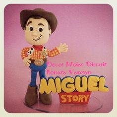 Renata Vanzan Doces Ideias Biscuit Topo de bolo Toy Story Woody Cake toper cold porcelaine