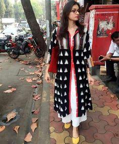 Blouse Salwar Pattern, Kurta Patterns, Kalamkari Dresses, Ikkat Dresses, Indian Attire, Indian Wear, Kurta Designs, Blouse Designs, Indian Dresses