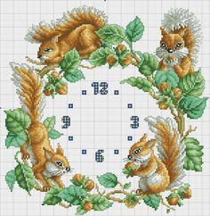 Punto croce - Schemi Gratis e Tutorial: Schema punto croce orologio con gli scoiattoli