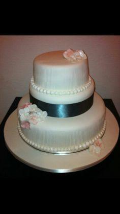Hydrangea stripe wedding cake