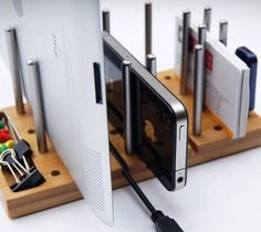 Modo, the Modular Desktop Organizer, is a customizable desk accessory that de-clutters your desk. It adds order to chaos by allowing you to stack and hold a range of gadgets and stationery on a small piece of functional bamboo board. Desktop Organization, Office Organization, Bamboo Board, Office Accessories, Wall Shelves, Minimalist Design, Clutter, Office Decor, Office Ideas