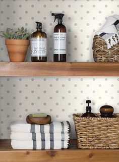 Dots on Dots wallpaper...who doesn't like a good polka dot.