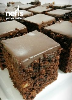 Patisserie Brownie Cake (Don't Try It) - Yummy Recipes Brownie Bites, Brownie Cake, Easy Cupcake Recipes, Dessert Recipes, Yummy Recipes, Cake Decorated With Fruit, Mini Brownies, Delicious Desserts, Yummy Food