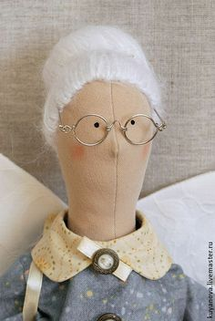 Picture of hair and glasses I might want to try Doll Crafts, Diy Doll, American Girl Crafts, Doll Quilt, Sewing Dolls, Doll Maker, Fairy Dolls, Handmade Toys, Doll Accessories