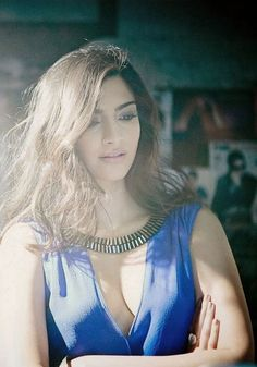 Sonam Kapoor Bollywood Actress Deep Cleavage Show